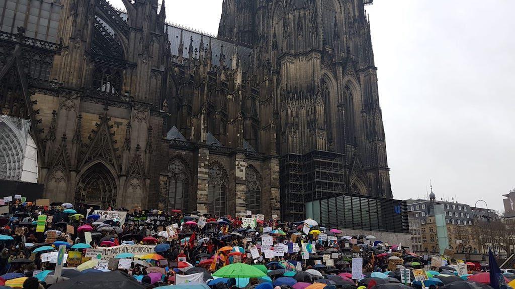 #fridaysforfuture #climatestrike Köln am Dom Foto (c) Marius Mull