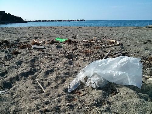 Plastik Müll am Meer Sebastian Kauer Flickr
