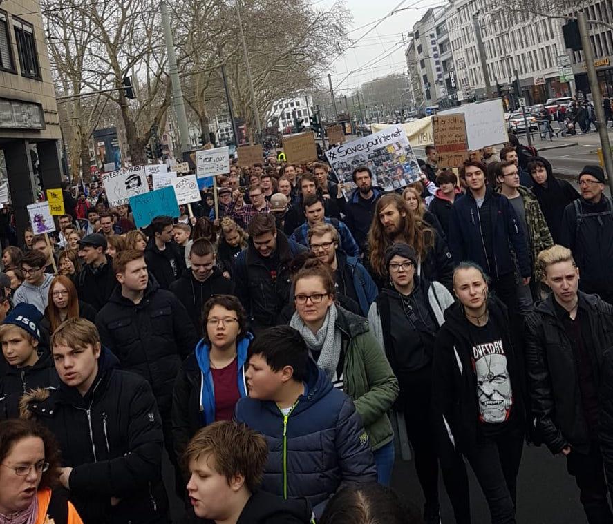Artikel 123 Demo Köln Foto (c) COLOZINE