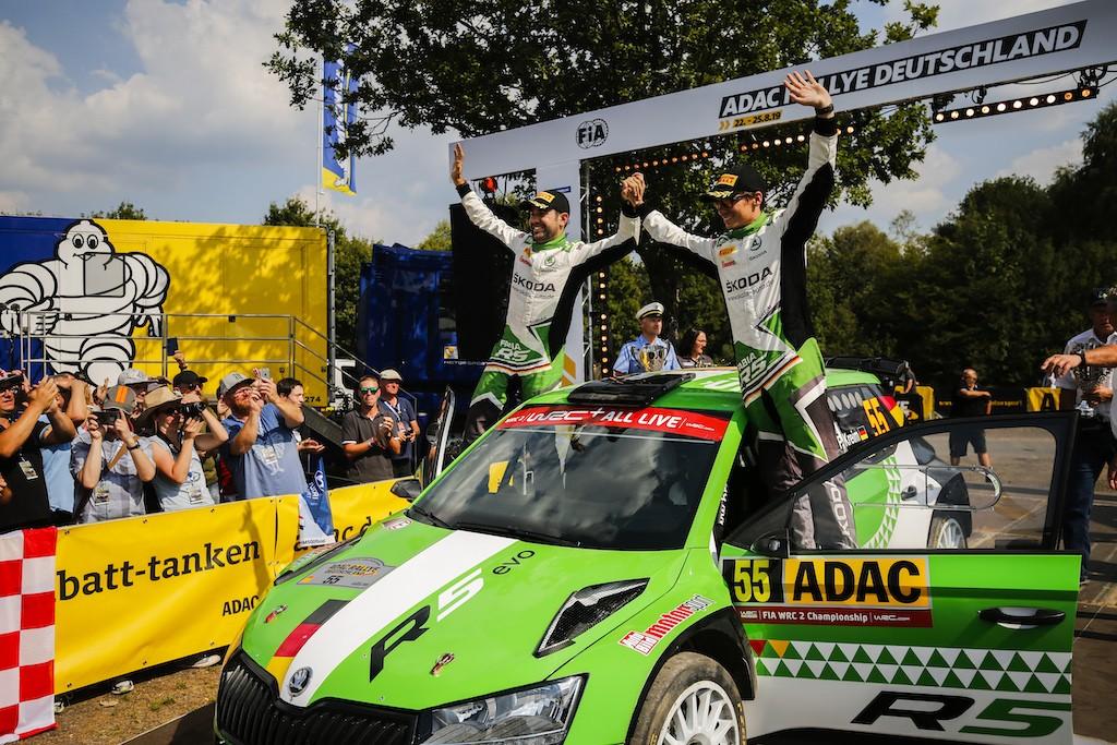 """Das SKODA AUTO Deutschland Duo Fabian Kreim/Tobias Braun (D/D) feiert als erstes deutsches Team der Geschichte einen Heimsieg in der WRC 2-Kategorie der ADAC Rallye Deutschland. Foto(c) """"obs/Skoda Auto Deutschland GmbH"""""""