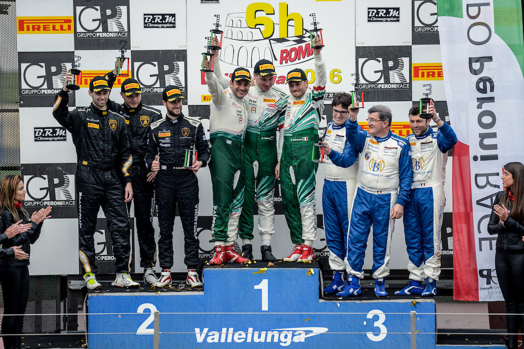 Kaspersky Motorsport Team at the Podium Foto@ Kaspersky Motorsport