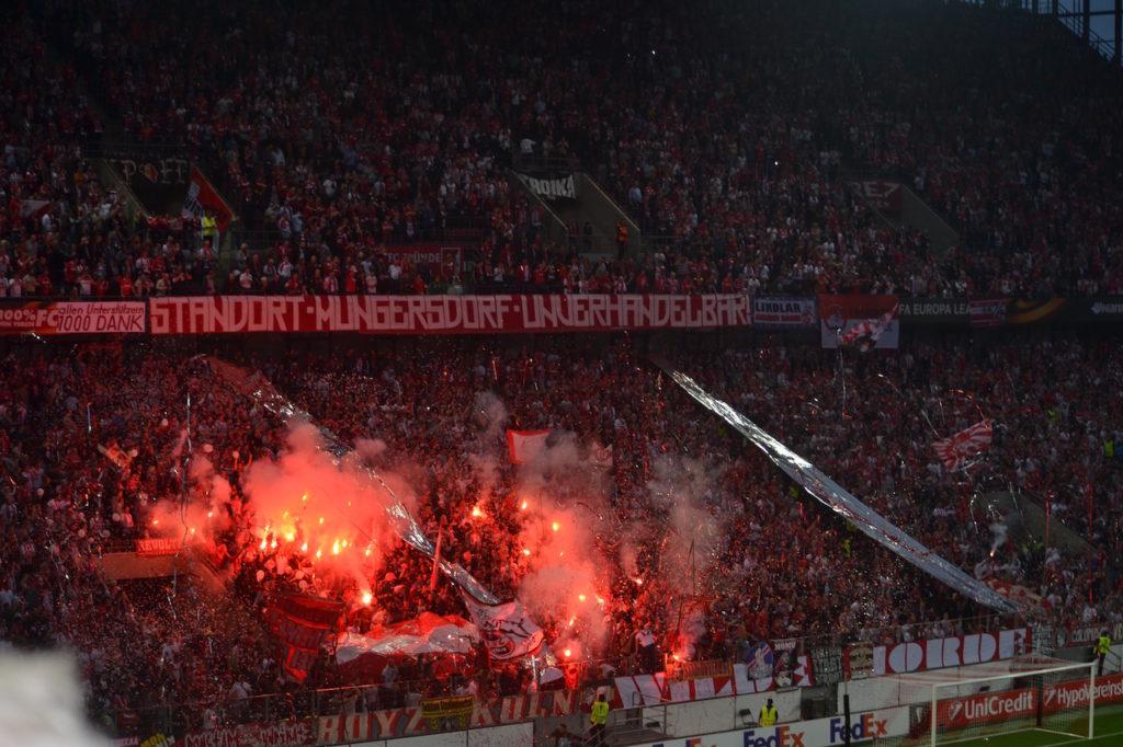 Lagerfeuer Stimmung bei 1.FC Köln gegen Roter Stern Belgrad Europapokal :-)