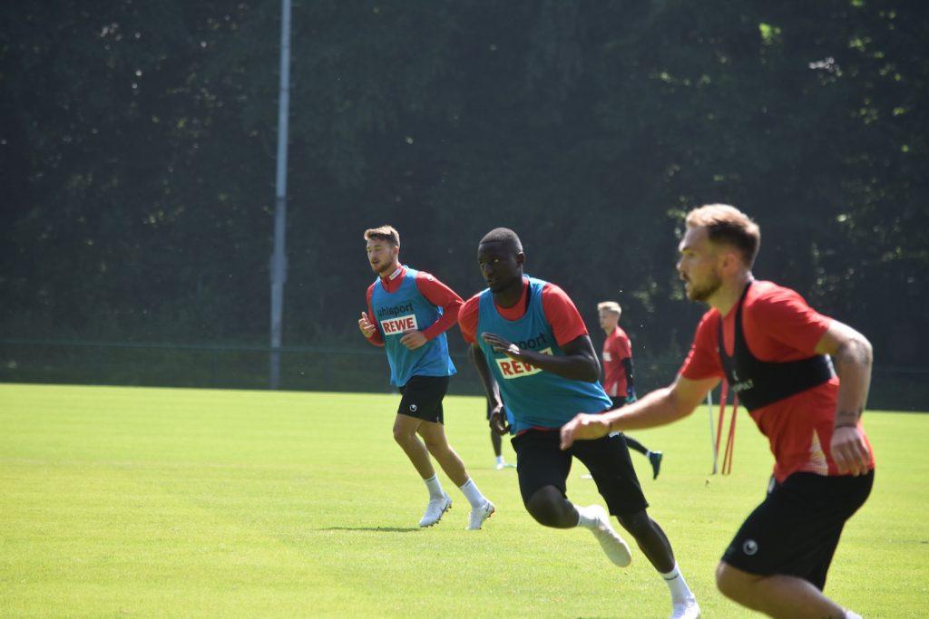 Die Profis konzentriert bei der Vorbreitung auf die 2.Bundesliga