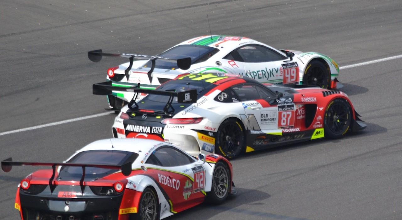 Ferrari von Alex Moiseev Kaspersky Motorsport harter Kampf am Nürbugring