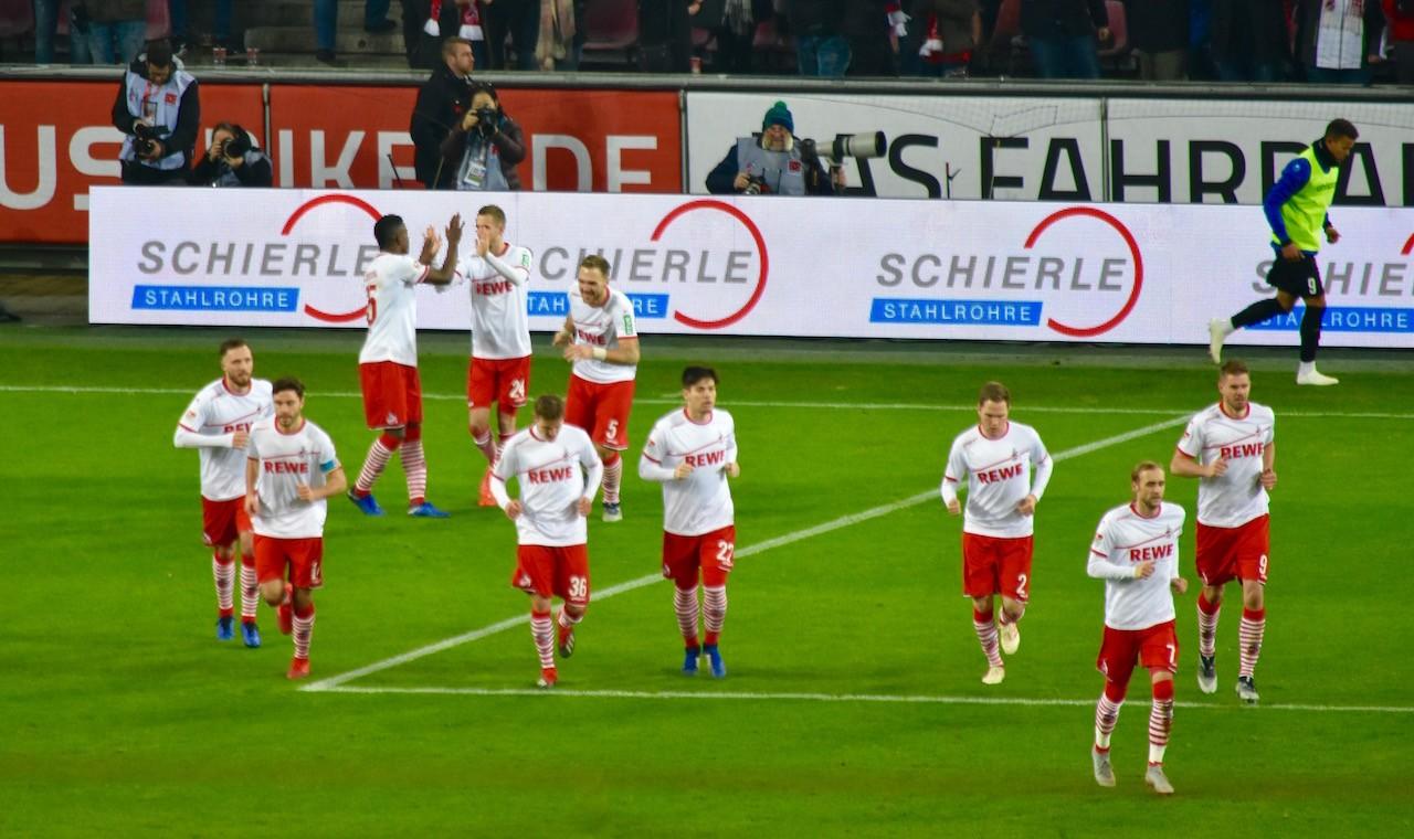 1FC Köln nach dem Tor von Drexler