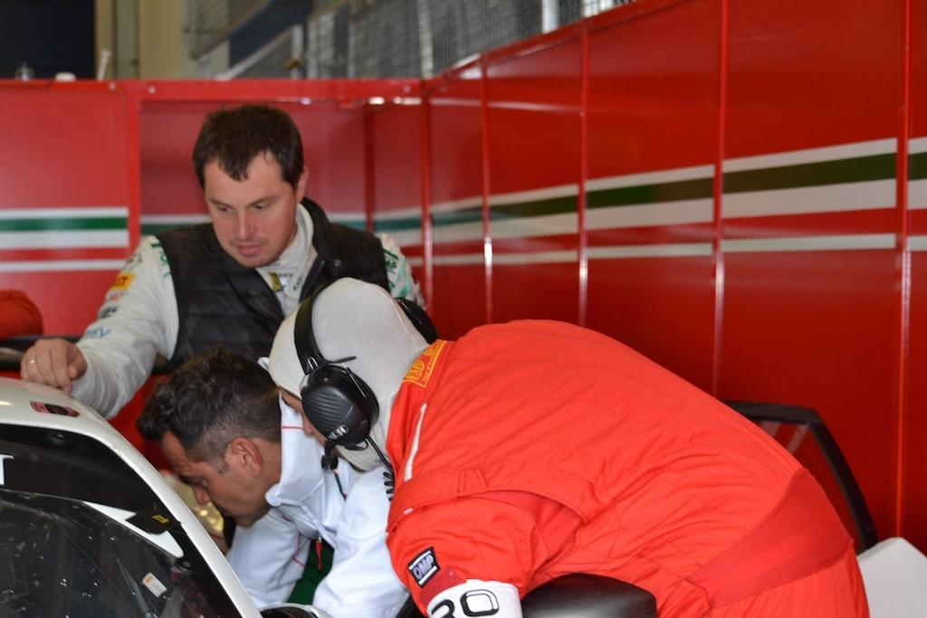 Spannung in Monza bei Kaspersky Motorsport und AF Corse Ferrari 488 GT vor dem ersten Rennen
