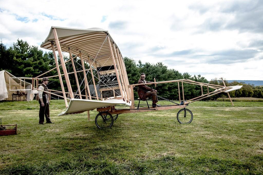"""1908 startete Glenn Curtiss seinen ersten Flug mit dem frühen Doppeldecker """"June Bug"""" Foto(c): """"obs/ZDFinfo"""""""