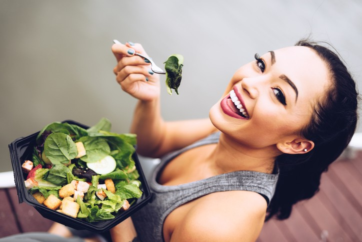 Gesund leben mit Salat-Foto ©istock.com/franckreporter
