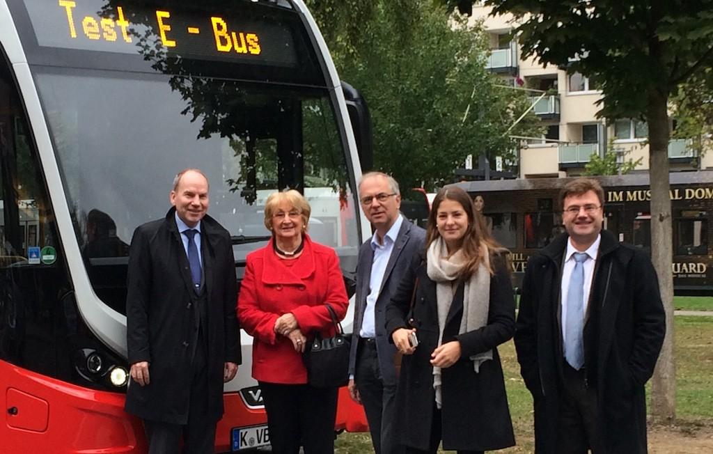 (von links nach rechts): KVB-Technik-Vorstand Jörn Schwarze, Ilse Stibbe (Senioren Union), Heribert Hirte (MdB), Theresa Hirte (JU Rodenkirchen), Stephan Anemüller (Pressesprecher KVB)