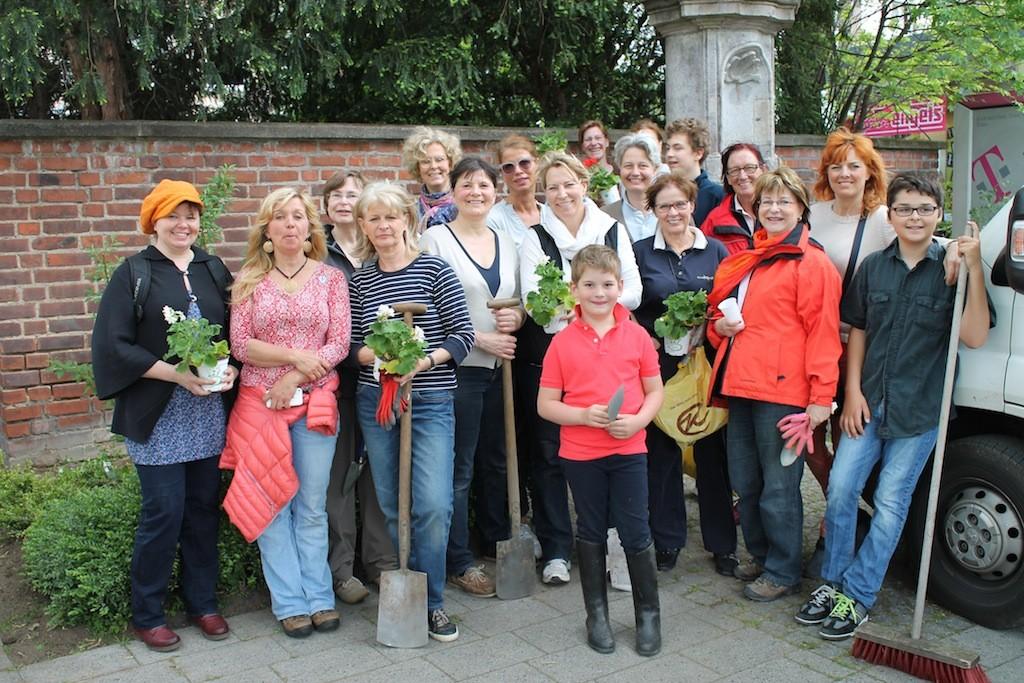Pflanzaktion Unternehmerinnen in Rodenkirchen