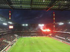 1FC Köln gegen Bayer04 Leverkusen Pyro im RheinEnergiestadion