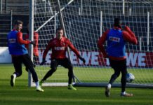 Brady Scott Torwart 1.FC Köln beim Traininig am GBH