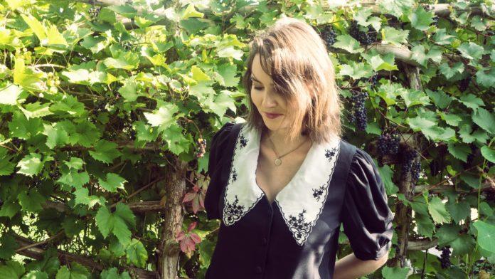 Emma Longard Video