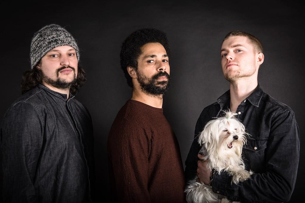 Philip Czarnecki – Gitarre; Jonathan Ihlenfeld Cunaido – Bass; Marc Ayza – Drums