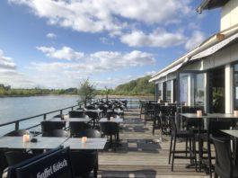 Sürther Bootshaus am Rhein und der Blick nach Bonn