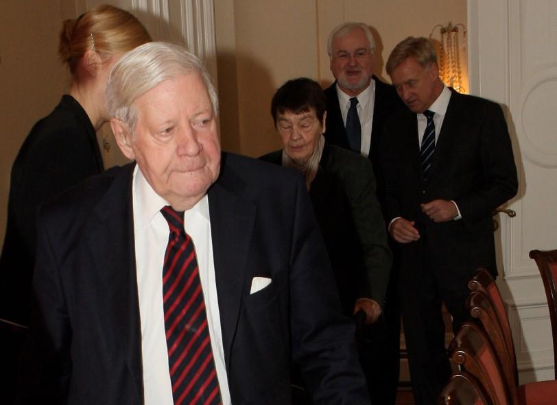 HAMBURG Helmut Schmidt an seinem 90. Senat Hamburg Foto: Joern Pollex/Getty Images